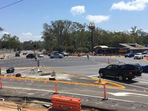 Wet weather doesn't halt Kin Kora intersection construction