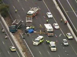 Two dead in Pacific Mwy crash near Eight Mile Plains