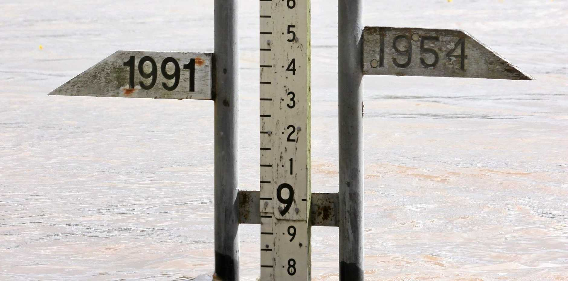 Flood gauge at Rockhampton at 9AM  as Fitzroy River in flood at level 8.75 metres. Photo Chris Ison / The Morning Bulletin   ROK020111-flood-c1