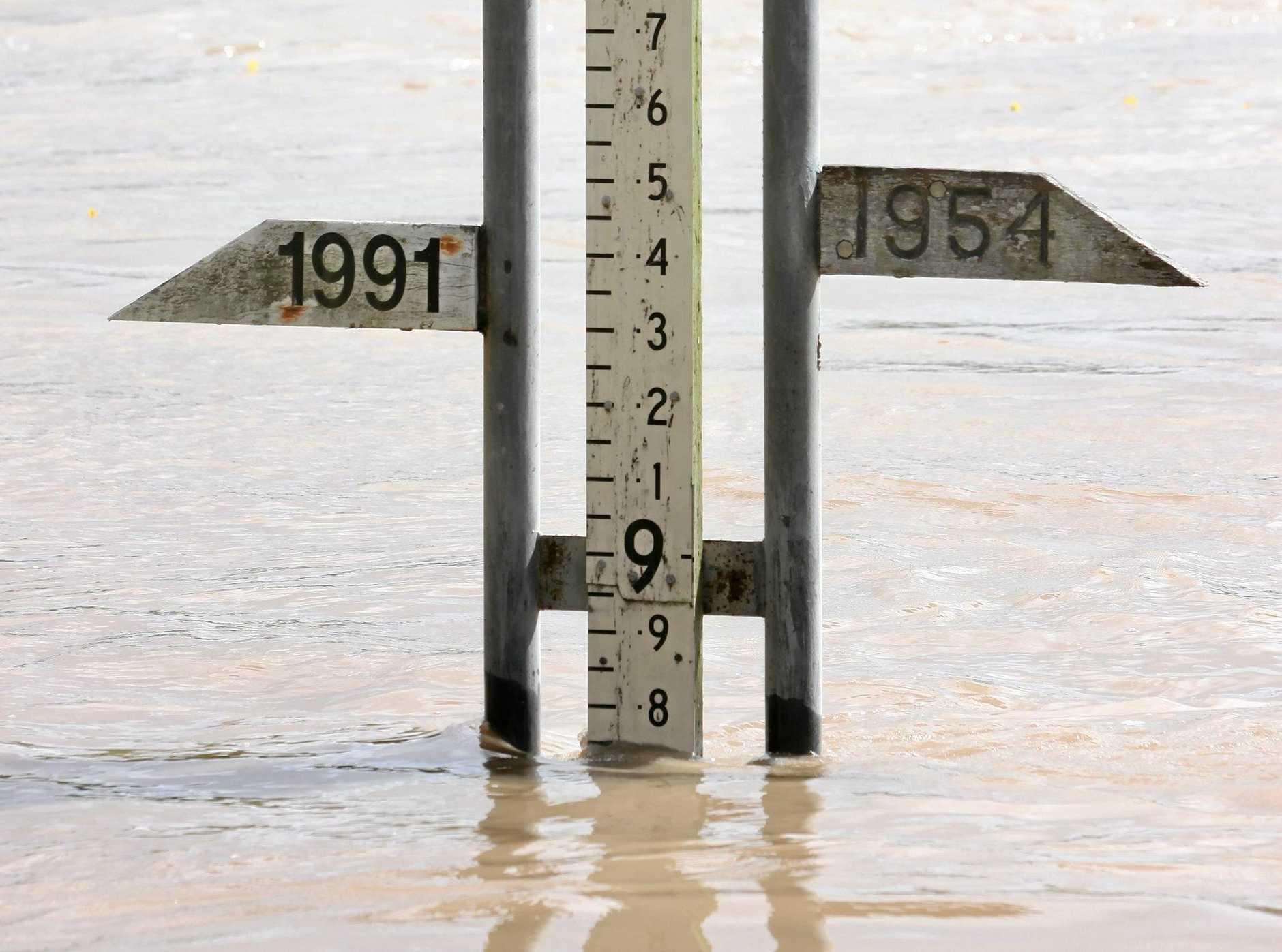Flood gauge at Rockhampton at 9AM  as Fitzroy River in flood at level 8.75 metres. Photo Chris Ison / The Morning Bulletin   ROK020111-flood-c1