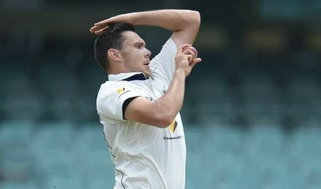 Scott Boland in action bowling for Victoria. Photo: Brett Hemmings/Getty Images.