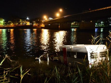 Car towing a caravan discoverd in the Fitzroy River. Photo Sharyn O'Neill / Morning Bulletin
