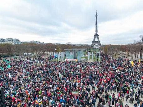Thousands gather on Paris Champ-de-Mars near the Eiffel tower for a human chain on December 12, 2015. Demonstrators asked for climate justice and environment protection as COP 21 negotiations come to an end.