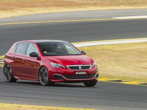 Peugeot 308 GTi 270 quick track test