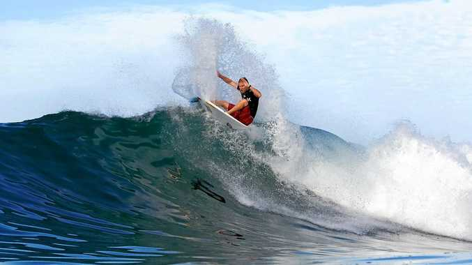 Adam Melling scrapes through top the quarter-finals of the Billabong Pipe Masters in Hawaii.