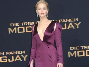 Jennifer Lawrence hits on married men, but not on purpose