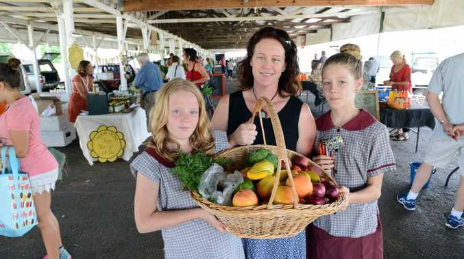 Roz McMahon of Goonellabah, with her daughters Caitlin, 9, and Ellie,11, love the fresh produce available at the Rainbow Region Organic Markets in Lismore.Photo Cathy Adams / The Northern Star