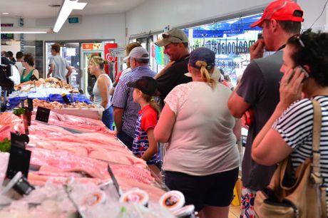 Queues at Mooloolaba Fish Market for prawns.