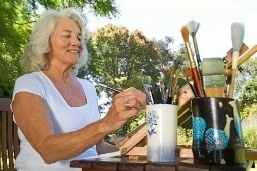 GET ARTY: Enjoy an outdoor art class this summer.
