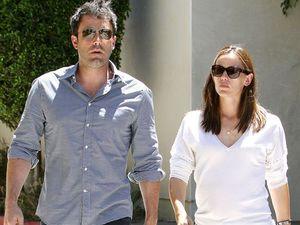 Affleck and Garner 'annoyed' to still be living together
