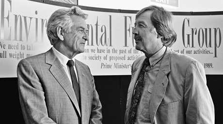 Prime Minister Bob Hawke and journalist George Negus at the launch of the Environmental Futures Group, March 1991. Photo National Archives of Australia