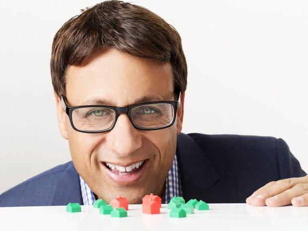 Andrew Winter hosts the TV series Tiny House Australia.
