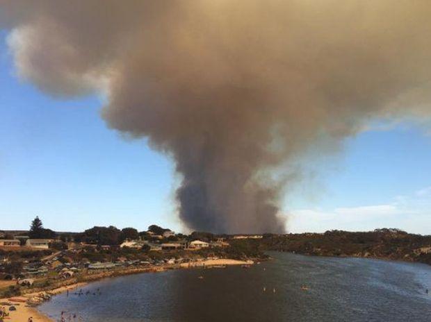 Smoke from a dangerous bushfire threatening lives and homes in Guilderton, Western Australia. Twitter: Geoff Bice