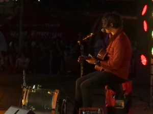 Dean Ray performs at Gympie's Family Fun Night