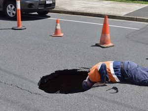 Sinkhole opens on Wises Rd, Maroochydore