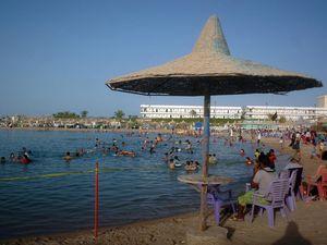 Gunman open fire on tourists at Egyptian resort