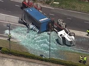 Truck carrying five tonnes of glass rolls