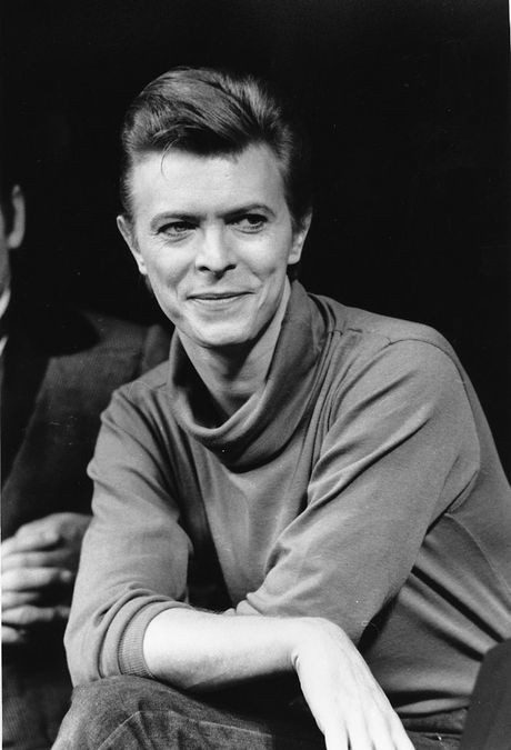 "Actor-singer David Bowie is shown during a news conference after rehearsal at the Booth Theater in New York City on Sept. 17, 1980. Bowie is appearing in the Broadway production of ""The Elephant Man."" (AP Photo/Marty Lederhandler)"