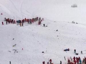 Schoolchildren caught up in deadly avalanche