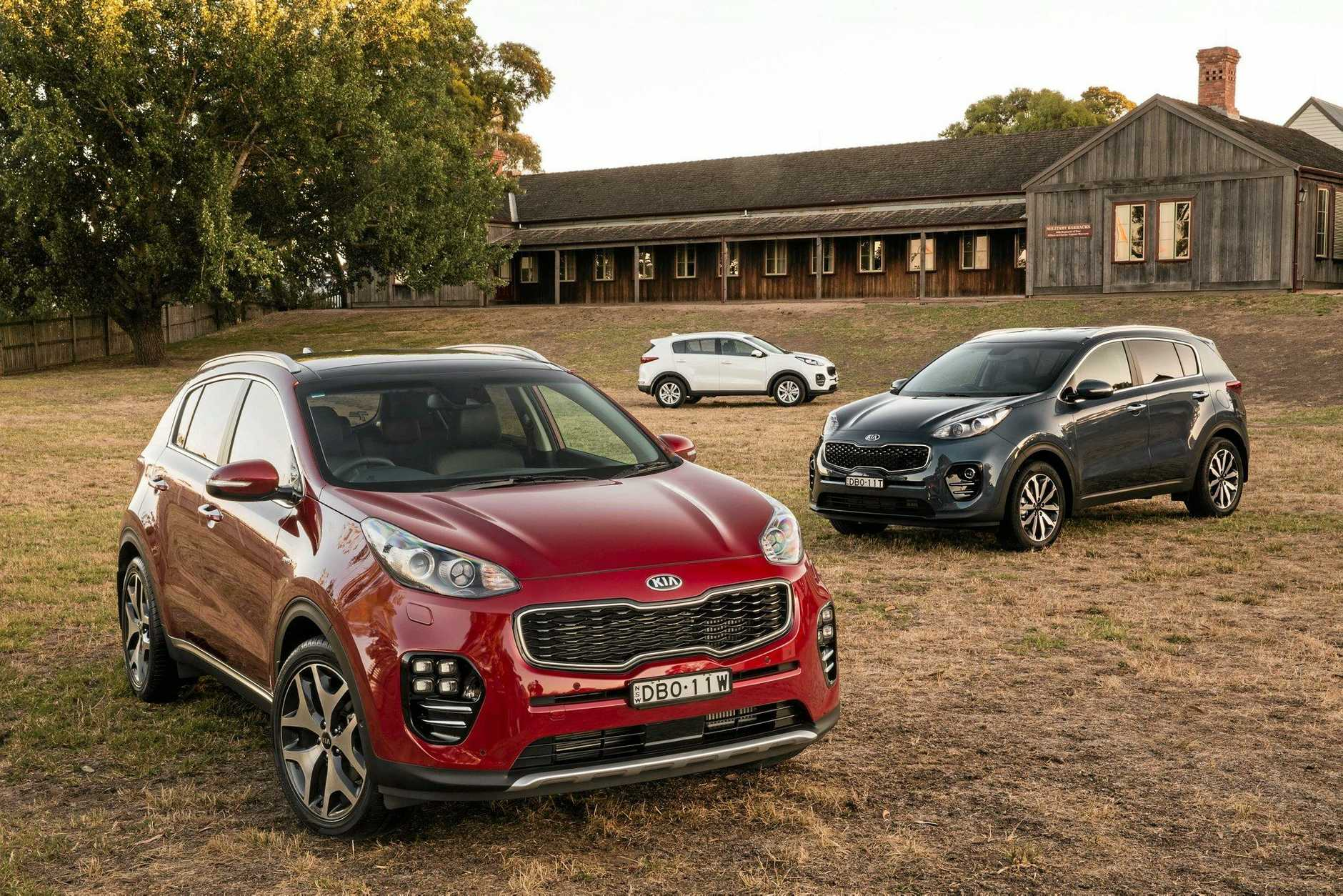 2016 Kia Sportage group. Platinum (front), SLi (right) and Si (middle).