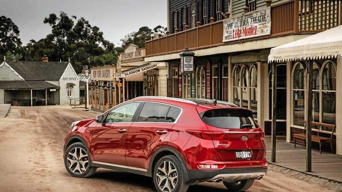 2016 Kia Sportage Platinum rear 3/4.