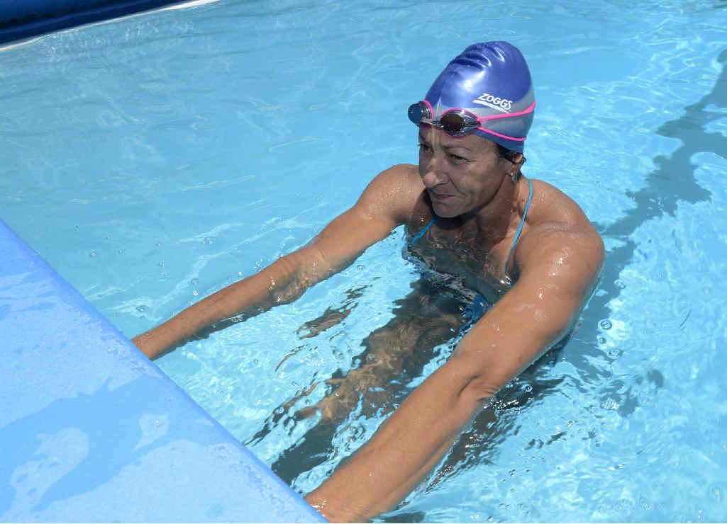 Kellie Caruana gets set for a lap of backstroke.