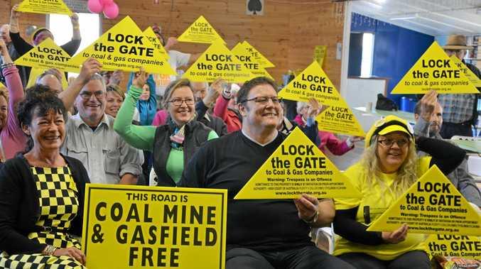 Lock The Gate representative Julie Devine and Senator Glenn Lazarus show their support for the comminty.