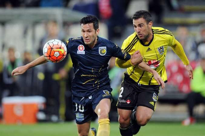 Luis Garcia in action for the Mariners against the Wellignton Phoenix last week. Photo: AAP Image.