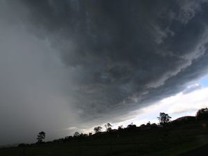 Sunshine Coast faces 220mm drenching in next six days