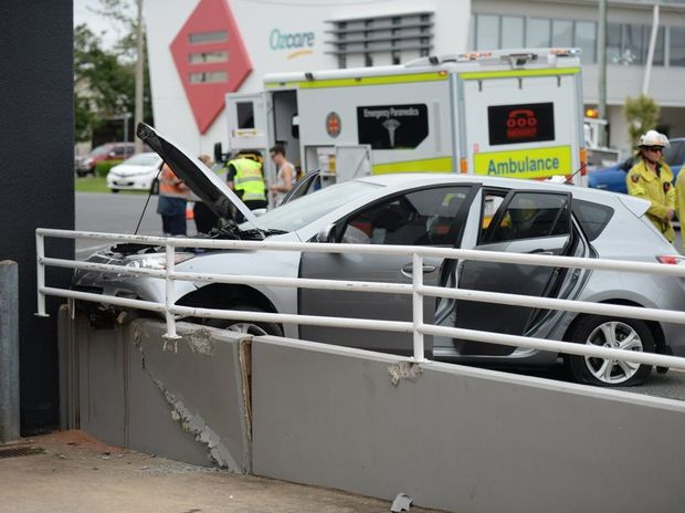 Car crash on Archer Street. Photo Kelly Butterworth / The Morning Bulletin