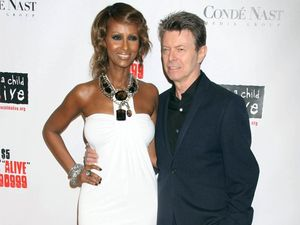 David Bowie's widow breaks Twitter silence