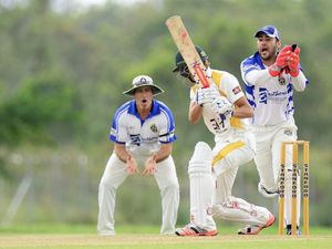Cricket rivals on finals tightrope