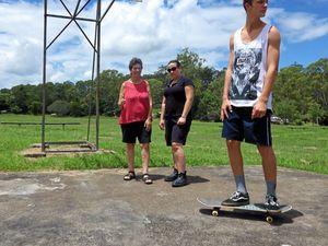 Tabulam skate park on tracks