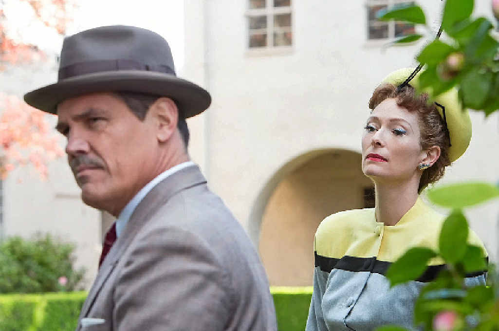 Josh Brolin and Tilda Swinton in a scene from the movie Hail, Caesar!