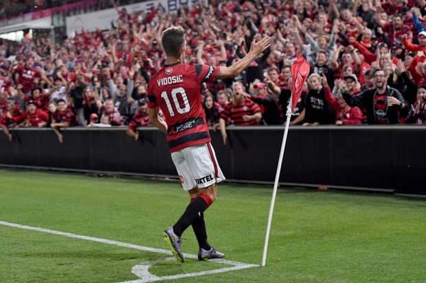 Vidosic gestures to Wanderers fans. Photo: AAP Image.