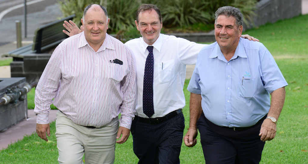 FATEFUL MEETING: Steve Jones collapsed just 30 minutes after this photo was taken of him with Paul Pisasale of Ipswich and Graeme Lehmann from Somerset.