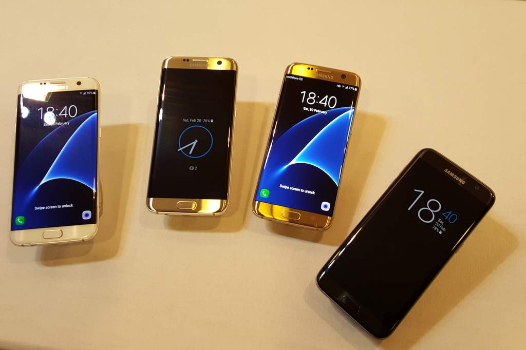 Samsung has unveiled its new Galaxy S7 and S7 egdge smart phones at the Mobile World Congress in Barcelona. It wowed with its longer battery life, water resistance, powerful camera and sleek new shape