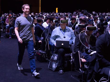 Zuckerberg's entrance went largely unnoticed as the crowd made use of Samsung's new virtual reality headset.