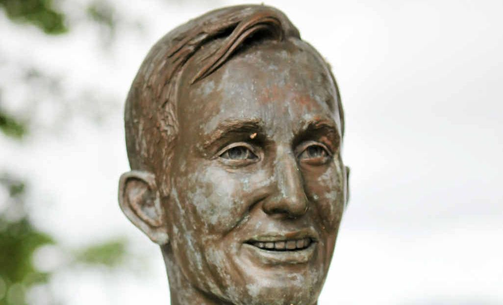 MYSTERY SOLVED: The Rod Laver Bust on the Fitzroy river bank.