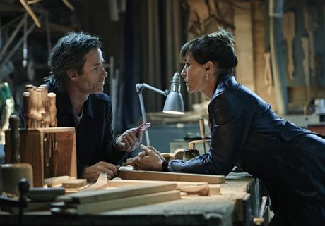 Guy Pearce and Claudia Karvan in a scene from Jack Irish.