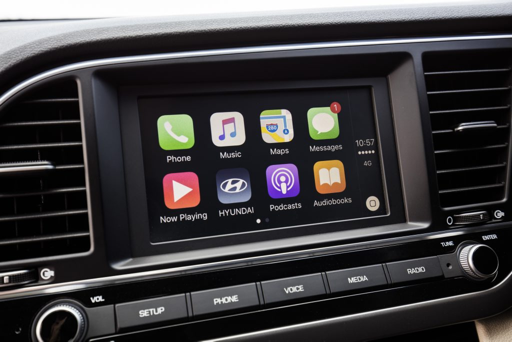 Apple CarPlay arrives in the 2016 Hyundai Elantra.