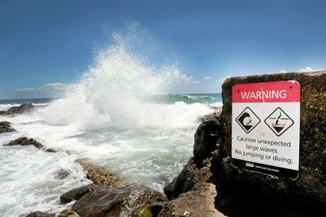 Large wave crashing at Snapper Rocks.