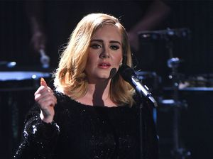 Adele plays cupid, gets fan's boyfriend to say 'yes'