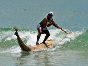 Peruvians take to Noosa waves on ancient surfboards