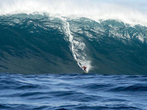 Kingscliffe's Big Wave surfer Justin Holland wins at The Oakley Big Wave Awards.