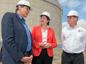 Pollies, executives and community celebrate APLNG's first cargoes from Curtis
