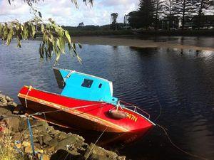 Boat sinks in the Brunswick River