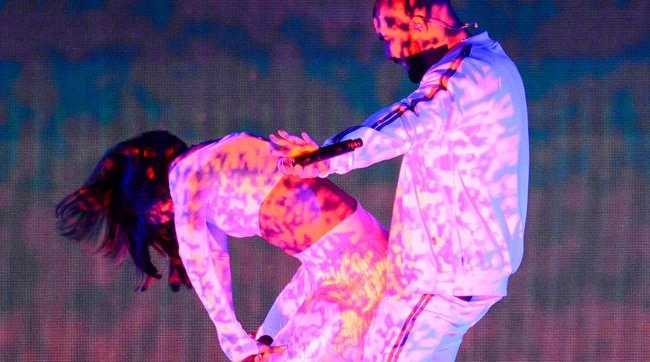 Rihanna has reportedly asked Drake to be a part of her 'Anti' world tour following a successful collaboration at the BRITs.