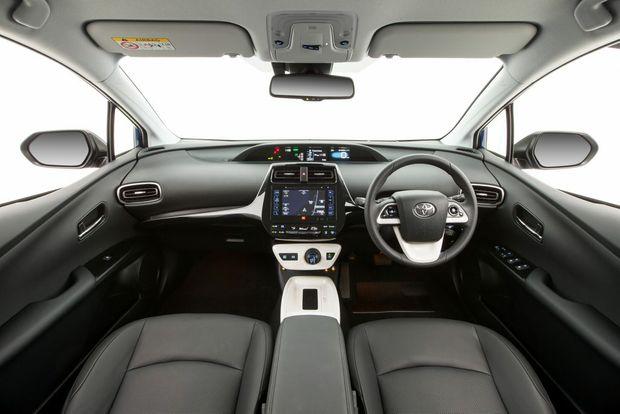 2016 Toyota Prius i-Tech interior