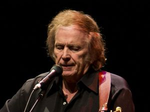 Don McLean's wife files for over 'cruelty and abuse'